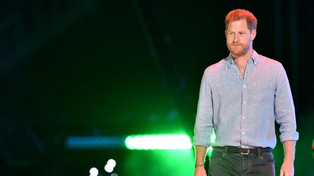 Il principe Harry incoronato re della guerra al Covid nel concerto Vax Live affollato di superstar del rock e del pop