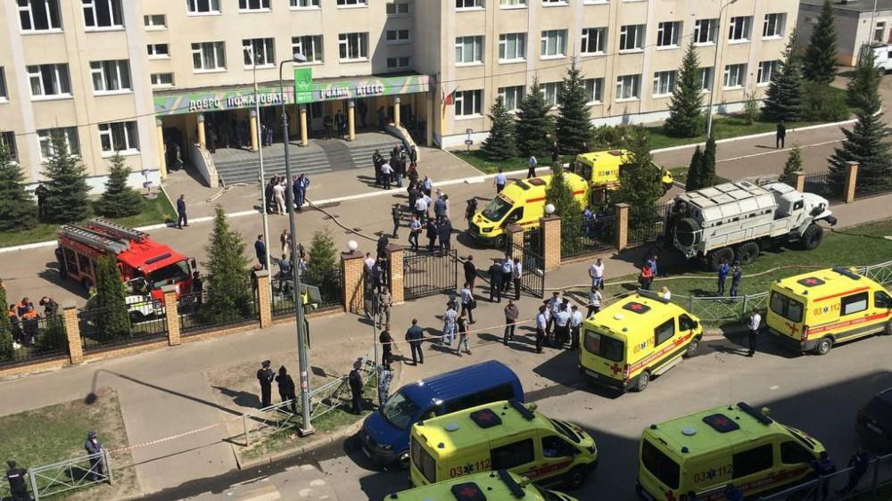 In Russia, sparatoria in una scuola di Kazan, un ex studente di 19 anni ha ucciso 11 persone, 32 i feriti
