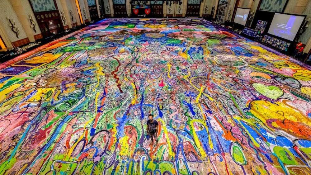 In un'asta a Dubai è stato venduto per 62 milioni di dollari il dipinto più grande al mondo