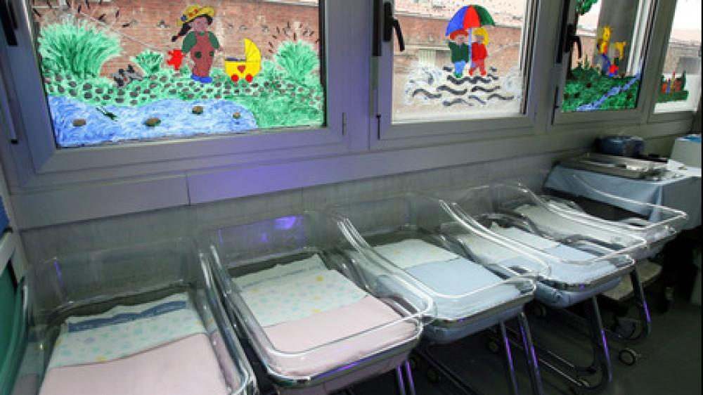 Istat, nel 2020 crollo delle nascite e aumento dei decessi a causa del Covid