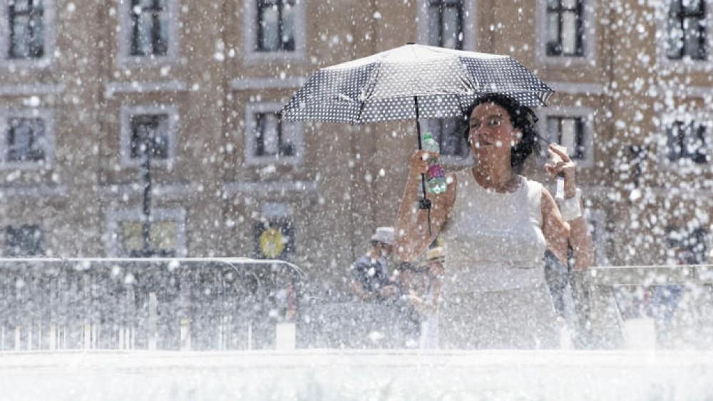 Italia spaccata in due, maltempo al nord e caldo africano al centro sud. Roghi in Sardegna