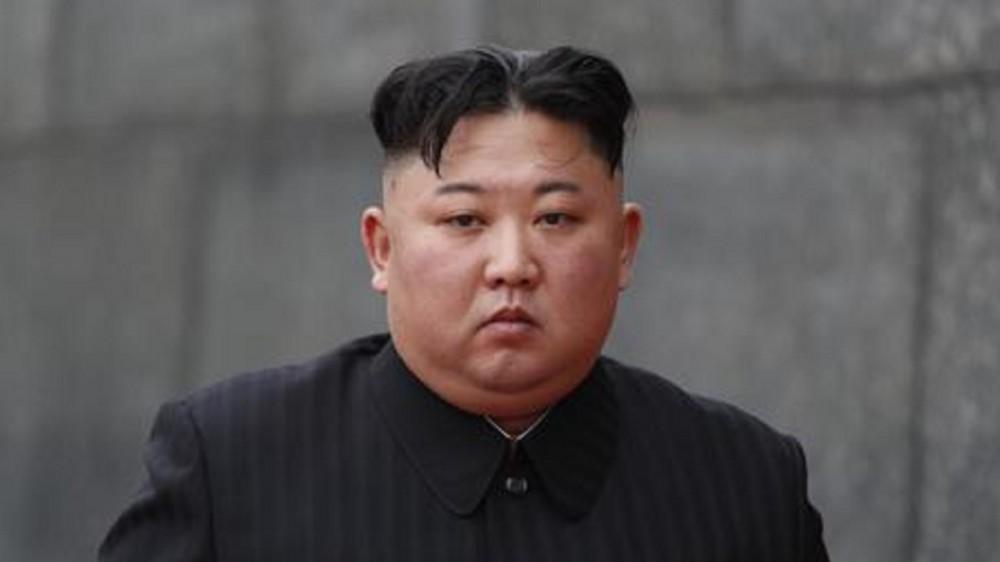 Kim Jong-un, sono fuorilegge jeans attillati e acconciature; la Corea del Nord teme l'invasione del capitalismo