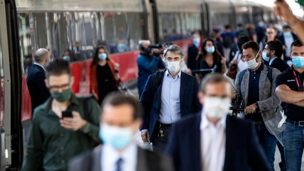L'Oms lancia l'allarme, le vaccinazioni rallentano in Europa. Scuola, priorità vaccinare docenti