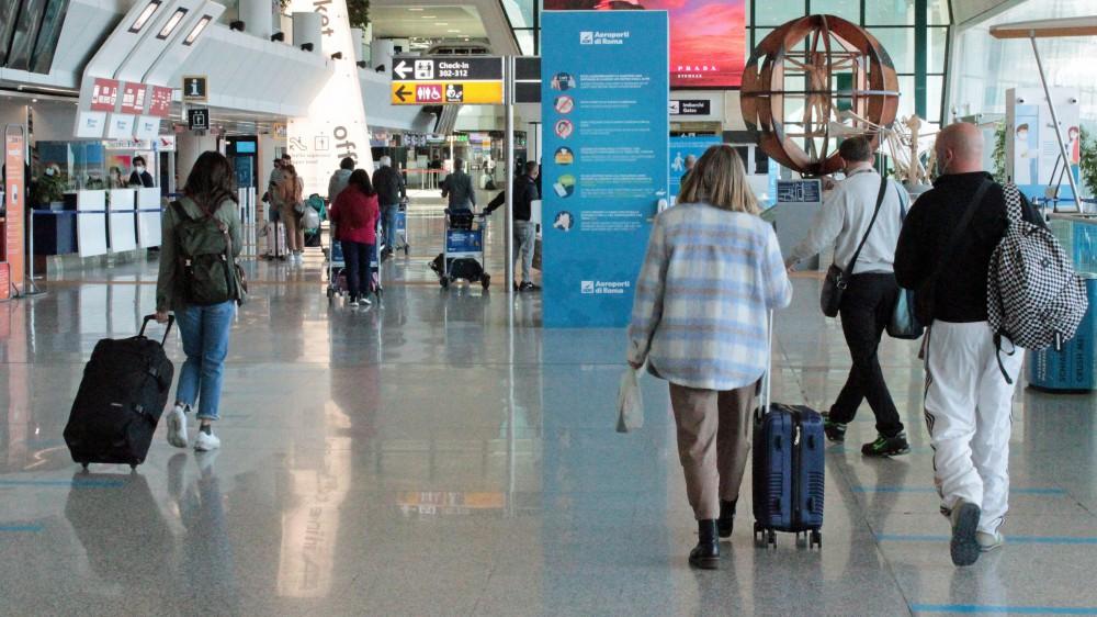 La Commissione europea, via libera ai turisti stranieri vaccinati contro il Covid; porte aperte da giugno