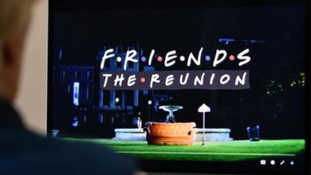 """La Cina censura la puntata speciale con la reunion di """"Friends"""", via Lady Gaga e Justin Bieber, l'ira dei fan"""
