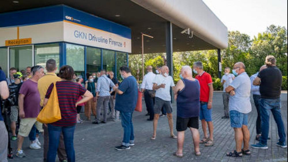 La Gkn chiude e manda a casa 422 operai, licenziati via e-mail. Orlando, modalità inaccettabile