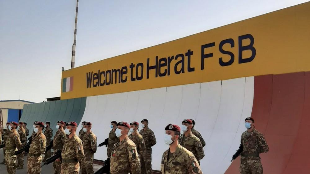 La missione italiana in Afghanistan è finita, a Herat il saluto del ministro Guerini, ma i giornalisti hanno rischiato di non arrivare