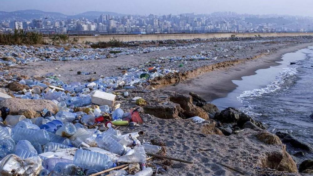 Legambiente, 783 rifiuti ogni 100 metri di spiaggia, l'84% è plastica