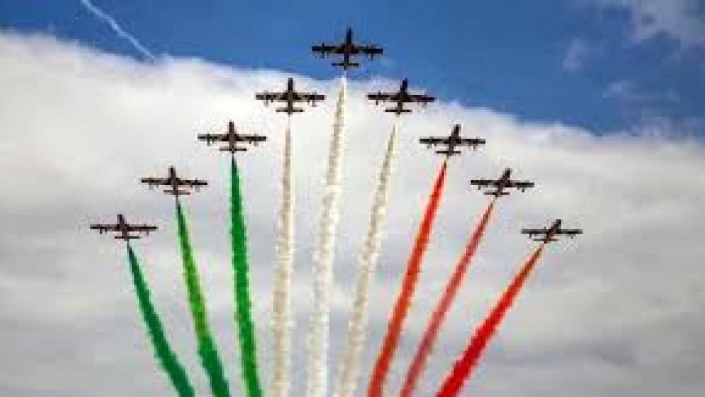 Lunedì prossimo le Frecce Tricolori dell'Aeronautica Militare festeggeranno i 60 anni, nel mondo sono simbolo dei valori italiani