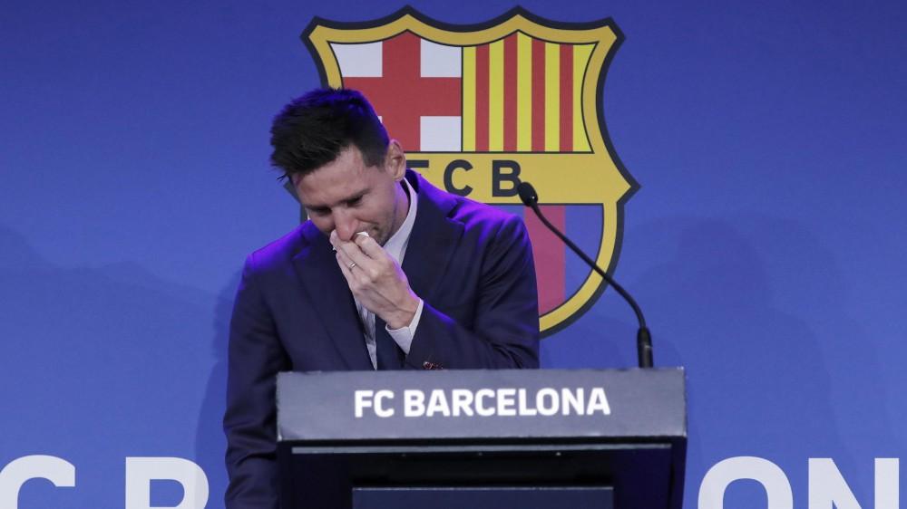 """Messi in lacrime per l'addio al Barcellona, """"non volevo andare via, è un arrivederci"""""""