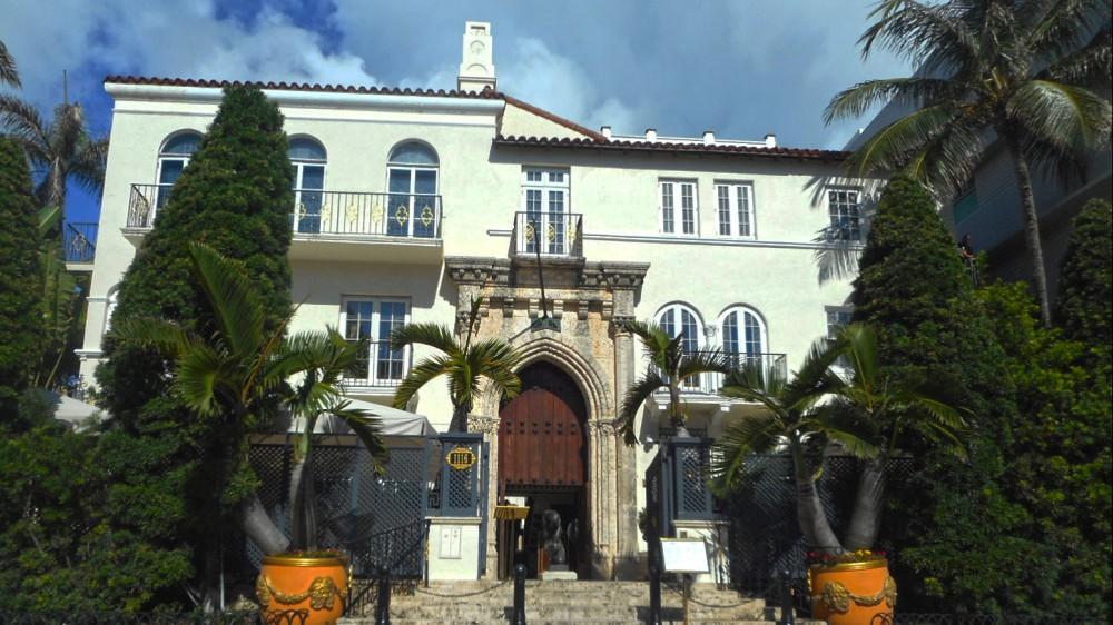 Miami, due cadaveri nella villa che fu di Versace, è giallo