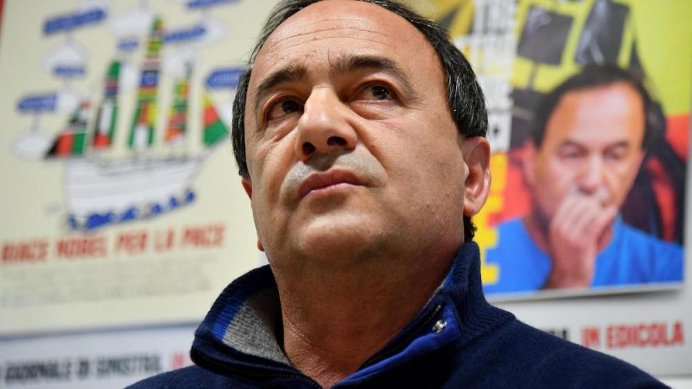 Migranti, l'ex sindaco di Riace Mimmo Lucano condannato a 13 anni e due mesi di carcere