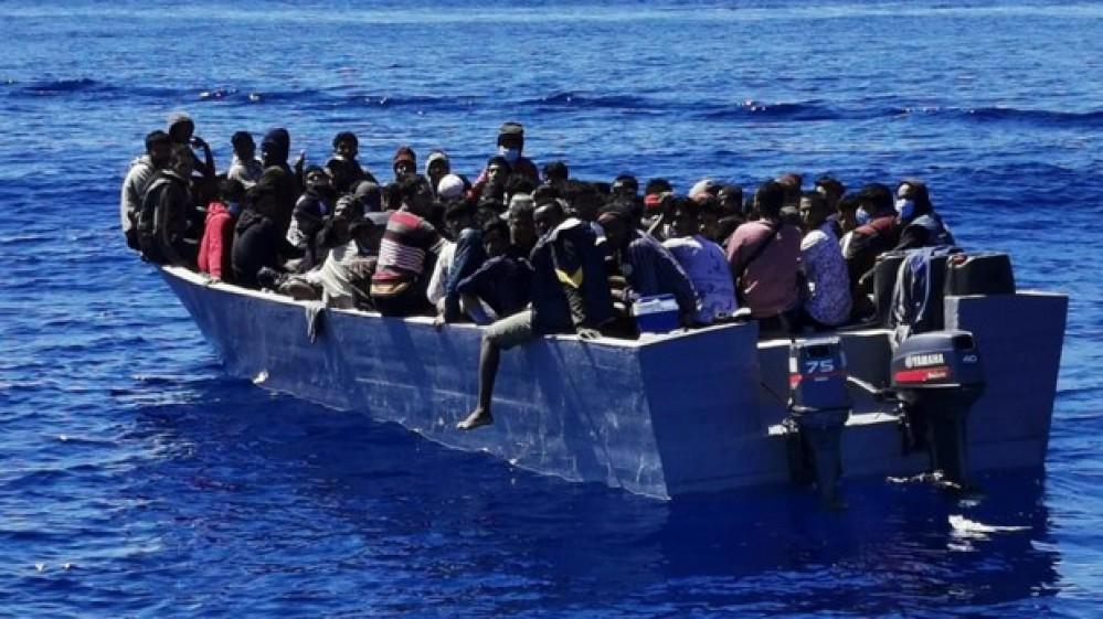 Migranti, si rovescia barcone a Lampedusa, morte sette donne, sindaco Martello chiede incontro a Draghi