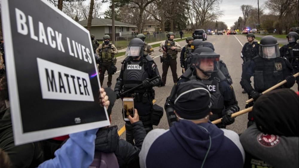 Minneapolis, arrestata l'agente che ha ucciso il 20enne afroamericano Daunte Wright