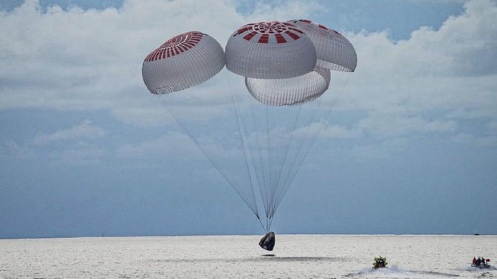 Missione riuscita. Atterrati al largo della Florida i quattro turisti spaziali
