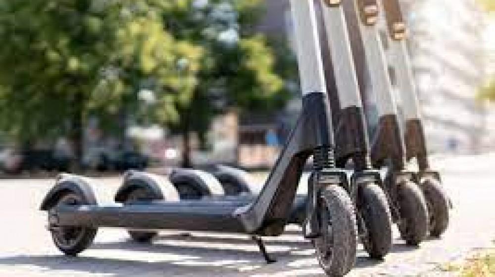 Monopattini, il governo verso la revisione delle regole della micro mobilità, convocata riunione per martedì