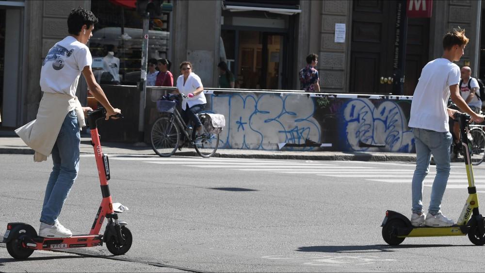 Monopattini. La Lombardia vara una normativa più severa, i veicoli elettrici da vietare ai minorenni