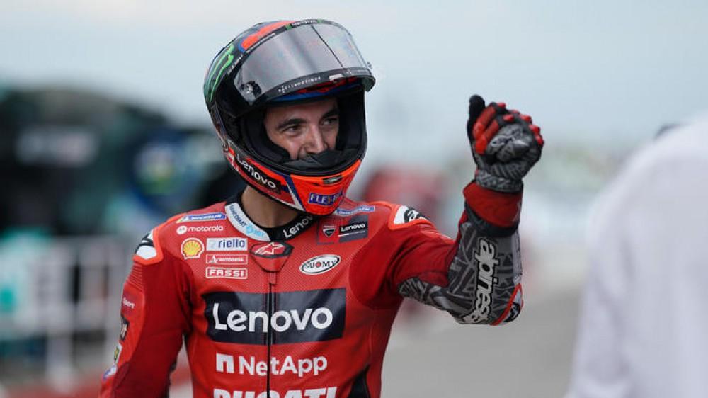 MotoGP, Bagnaia da sogno, pole position anche a Misano; Valentino Rossi in versione papà