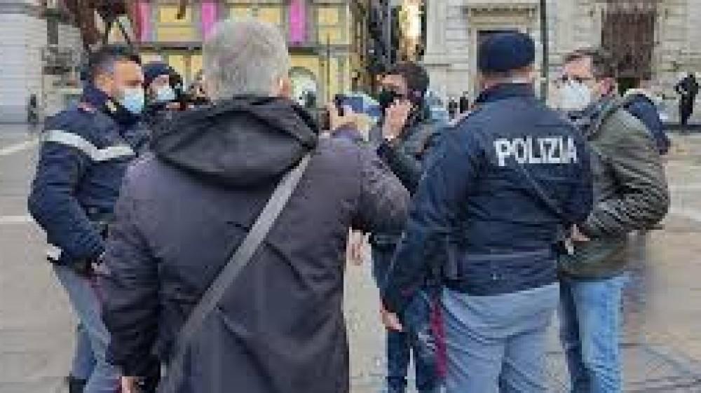 Napoli, cellulare sottratto ad un ragazzino in centro, i passanti organizzano una colletta e  lo ricomprano