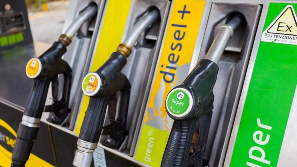 Nuovo record per il prezzo della benzina, che si avvicina a 1,6 euro al litro