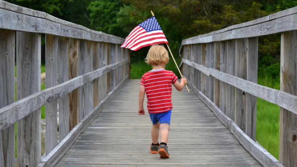 Oggi 4 Luglio, gli Stati Uniti festeggiano il giorno dell'Indipendenza, tra cerimonie ufficiali, barbecue e fuochi d'artificio