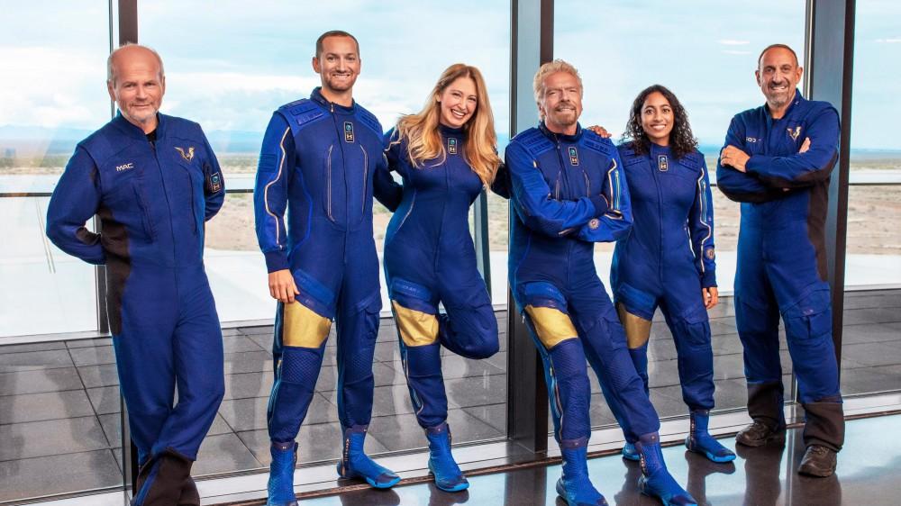 Oggi parte il Virgin Galactic, è il volo che cambia il turismo spaziale; otto persone a bordo