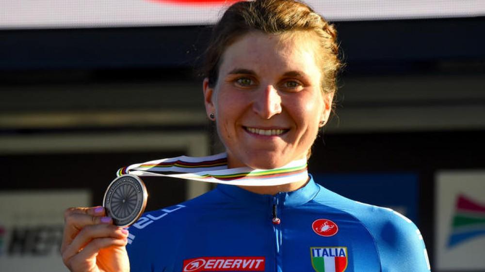 Olimpiadi, ancora medaglie per l'Italia, oggi sono arrivati altri tre bronzi da: ciclismo femminile, judo e sollevamento pesi