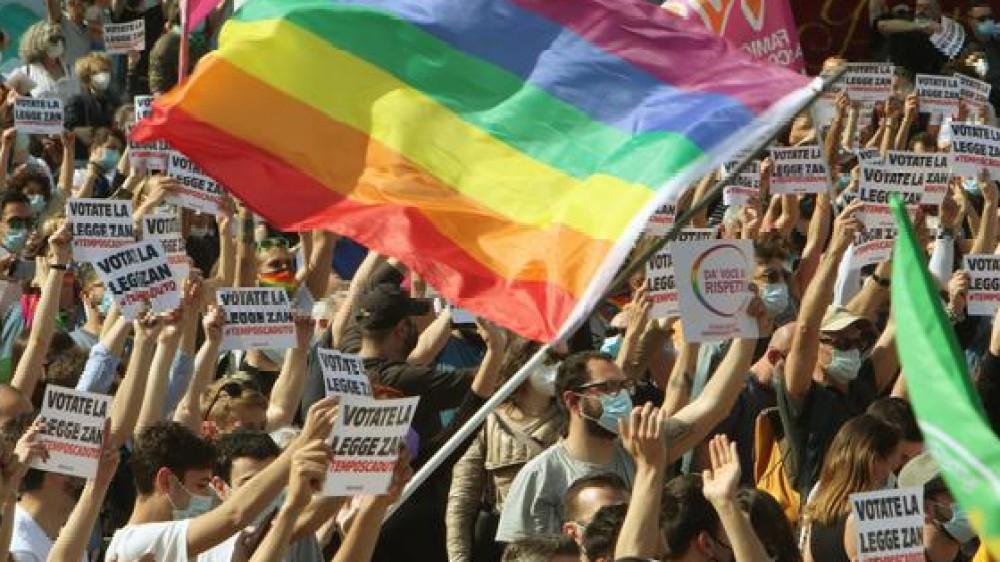 Omofobia: Mattarella, rifiuto assoluto di ogni forma di intolleranza, riaffermare la centralità dell'uguaglianza sancita dalla Costituzione