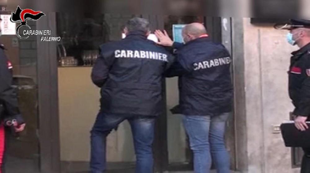 Palermo, coppia simula nozze per festeggiare il battesimo della figlia
