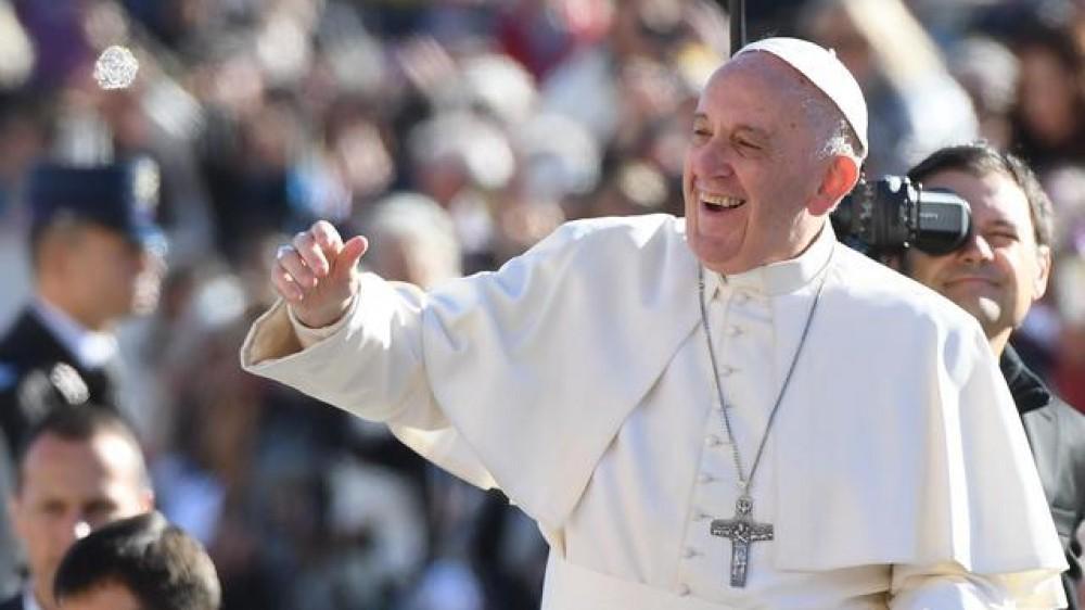 Papa Francesco, a tutti capita di essere giù ma non si può vivere  con il cuore grigio