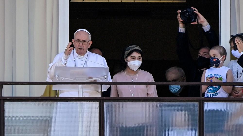 Papa Francesco ha celebrato l'Angelus della domenica dal Policlinico Gemelli di Roma