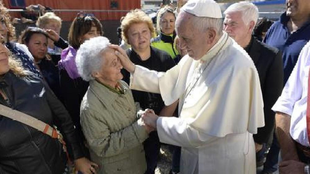 Papa Francesco nella Giornata Mondiale dei Nonni e degli Anziani, serve alleanza giovani-anziani