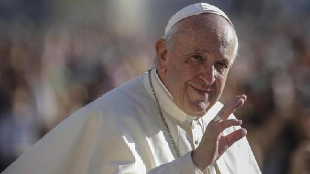 Papa Francesco operato al colon, il Santo Padre ha reagito bene all'intervento. Gli auguri di Mattarella