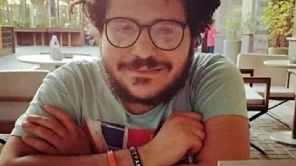 Patrick Zaki, nuovo rinvio del processo al 7 dicembre. Amnesty International Italia,  ammanettato come un pericoloso criminale