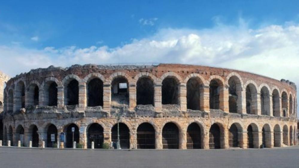 Prove di normalità a Verona: la magia della 1000 Miglia e l'Arena che riapre a 6.000 spettatori con l'Aida
