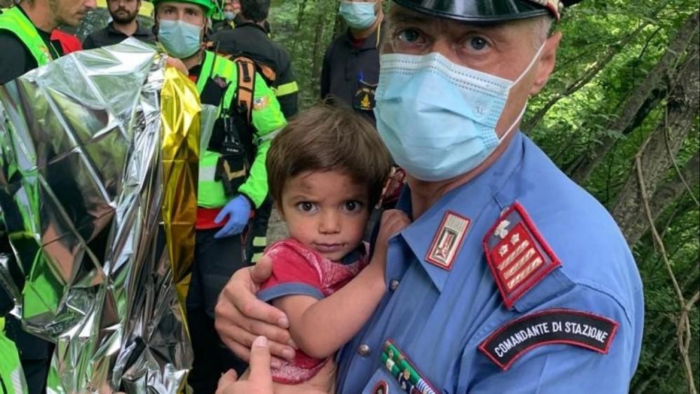 Ritrovato il bambino scomparso in Toscana, era a tre chilometri da casa, sta bene