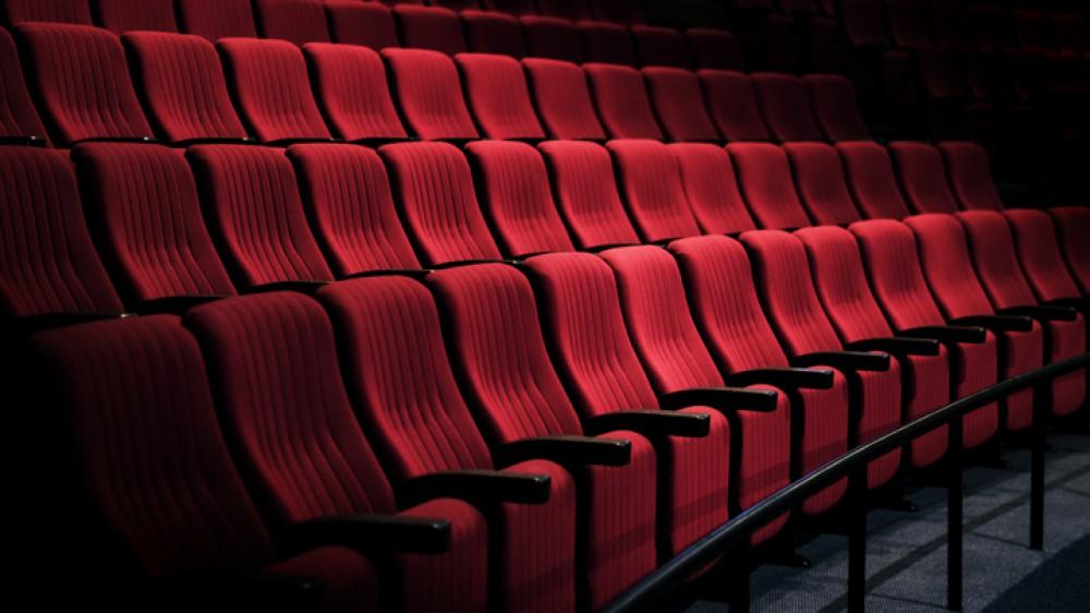 Sale chiuse in Italia, si celebra così la Giornata mondiale del Teatro, proteste a Milano