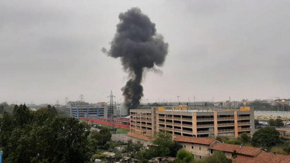 San Donato Milanese, aereo precipita su un edificio, tutti morti gli 8 passeggeri a bordo