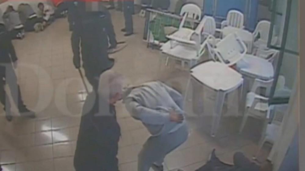 Santa Maria Capua Vetere, in un video delle telecamere di sorveglianza i pestaggi sui detenuti nel carcere