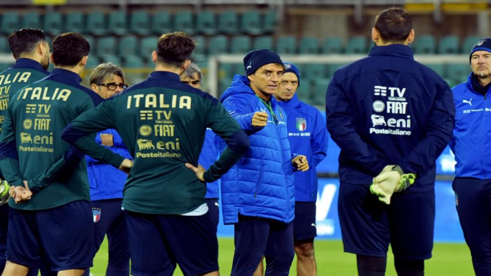 Scatta l'operazione Europei, gli Azzurri da stasera in ritiro in Sardegna; ancora dubbi per Mancini