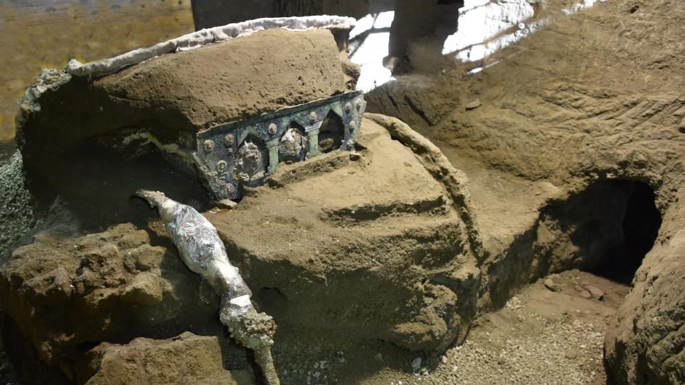 Scavi di Pompei, nuova scoperta, un grande carro cerimoniale; è miracolosamente scampato ai tombaroli