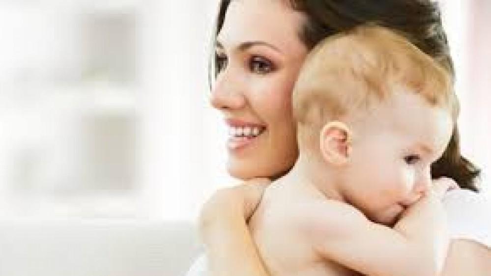 Se quello delle mamme, a casa, fosse un lavoro retribuito, lo stipendio dovrebbe essere di 6480 euro, lo dice una ricerca