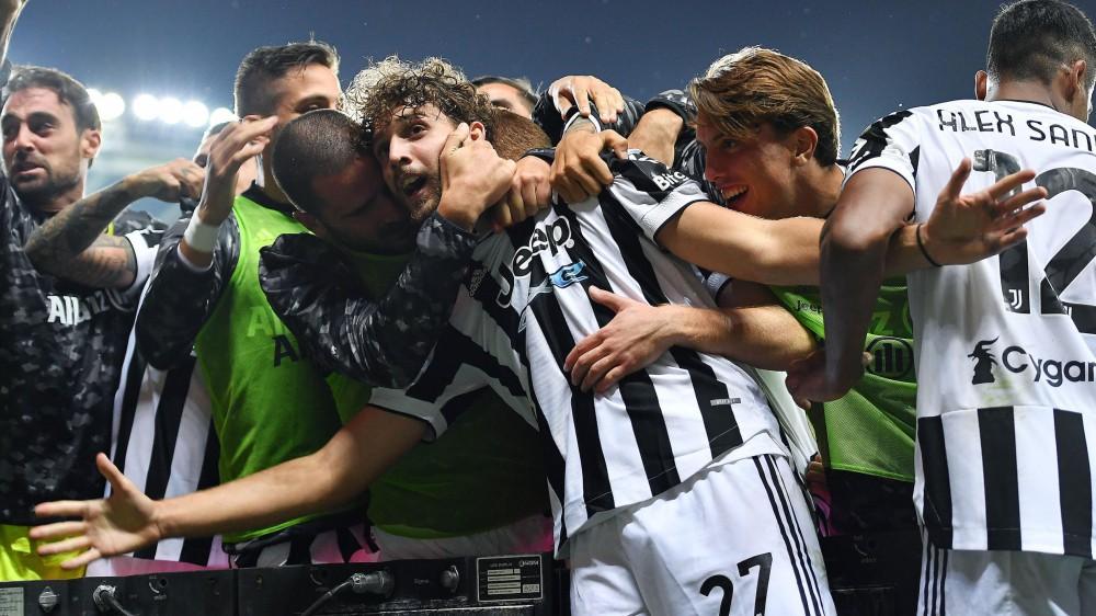 Serie A, La Juventus vince il derby, l'Inter passa in casa del Sassuolo. Prima vittoria per la Salernitana