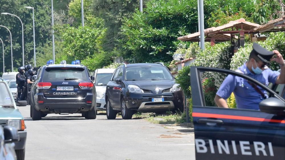 Spari in strada ad Ardea, in provincia di Roma, morti due bambini e un anziano