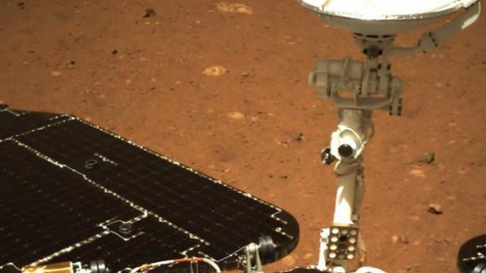 Spazio: svelate le immagini della bandiera cinese su Marte, sono state scattate dal rover Zhurong