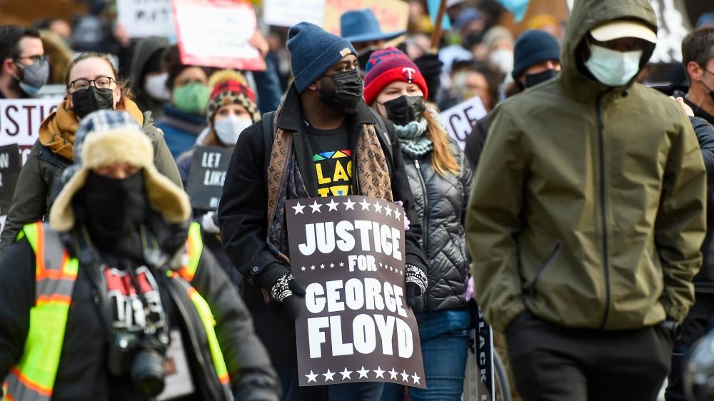 Stati Uniti, cresce l'attesa per la sentenza al processo di Minneapolis sulla morte di George Floyd, città blindata