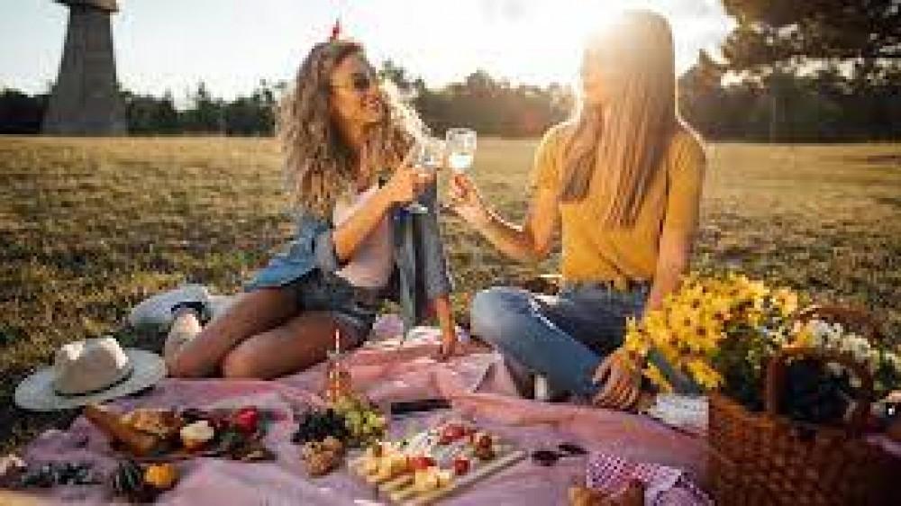 Sul prato o in riva al mare, oggi si festeggia la Giornata internazionale del picnic
