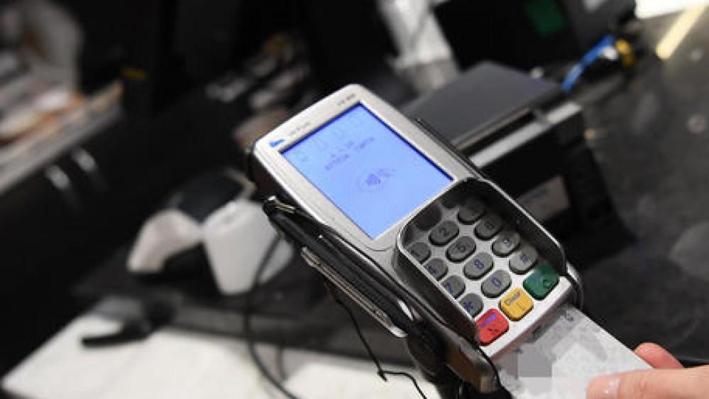 Turismo, gli italiani scoprono i pagamenti digitali, +71%. Si pagano così anche gelato e ombrellone