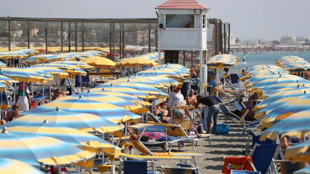 Turismo, la ripresa in estate, ma gli italiani sono partiti con budget ridotti e tutti nello stesso periodo