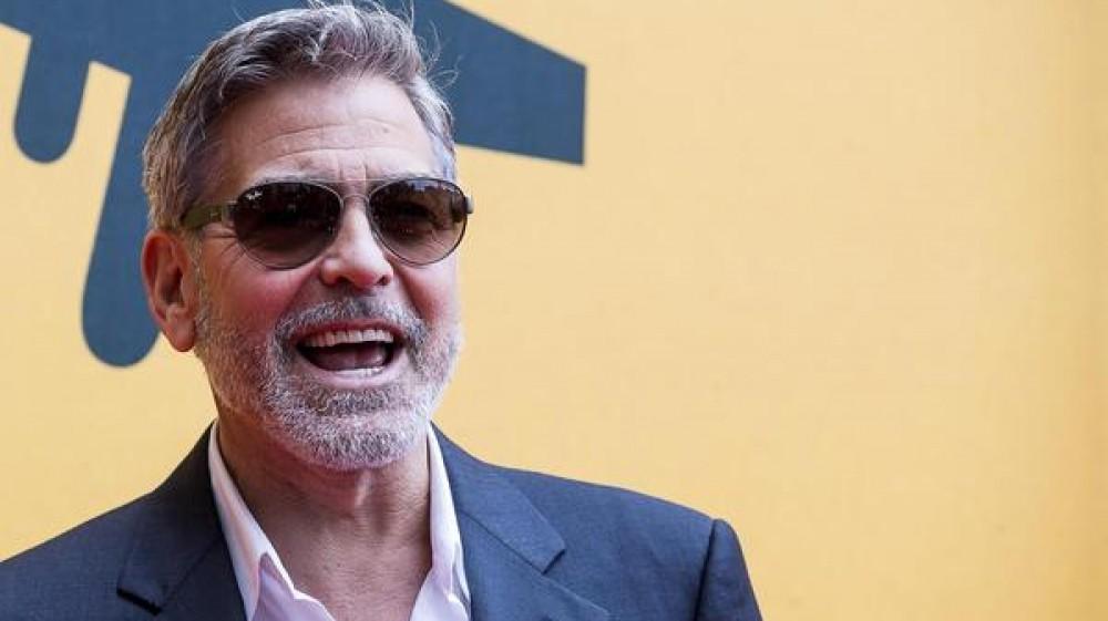 Un milione di dollari a ciascun amico, il gesto di Clooney è pieno di retroscena